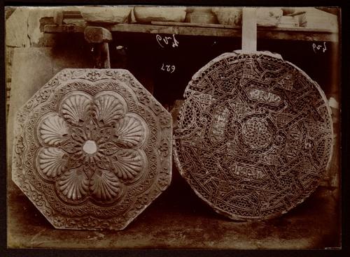 Rosaces en stuc ou en pierre sculptée