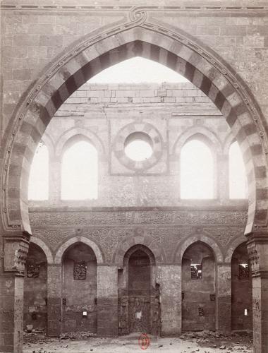 Iwan de la madrasa et mausolée de Qurqumas