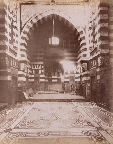 Peintre devant son chevalet dans la mosquée Azbak al-Yusufi