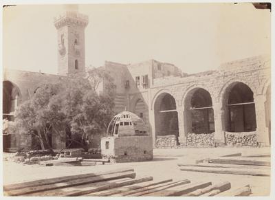 Cour de la khanqah Farag ibn Barquq et l'un de ses minarets