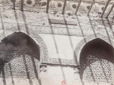 Fenêtres avec claustra en stuc de la mosquée Ibn Tulun
