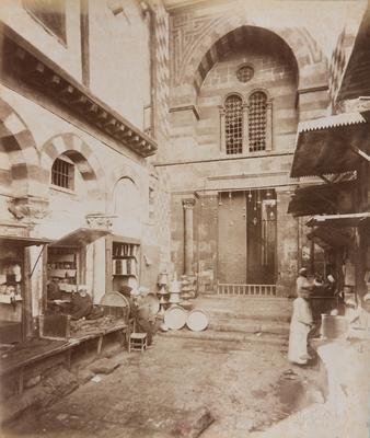 Entrée de la madrasa du sultan Qalawun, s. d., bibliothèque de l'INHA, Raccolta artistica..., 1887, f° 57.