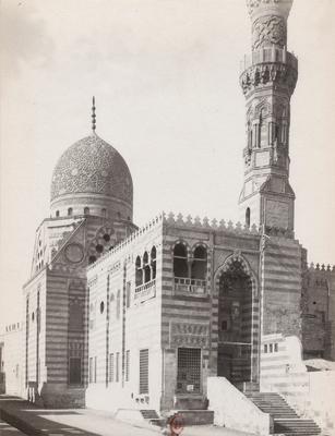 Vue extérieure du mausolée de Qaytbay (cimetière nord)
