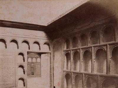 Armoire dans une salle du palais al-Musafirkhana