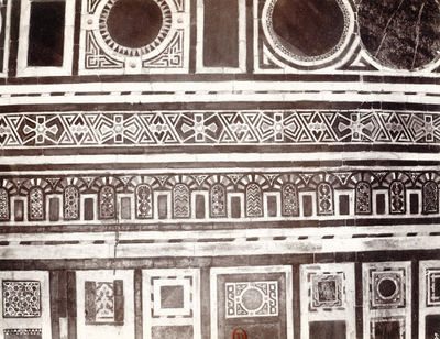 Décor de mosaïque de marbres polychromes dans la mosquée al-Burdayni