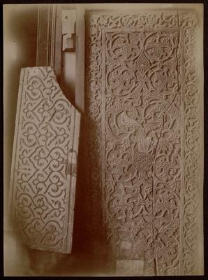 Plaques sculptées