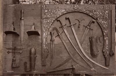 Armes anciennes et arcature provenant d'une église copte d'Assiut, s.d., bibliothèque de l'INHA, Raccolta artistica..., 1887, f° 149.