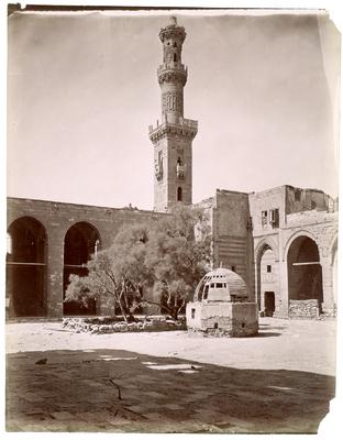 Cour de lakhanqahFarag ibn Barquq et du minaret sud