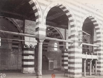 Vue intérieure de la mosquée Aqsunqur