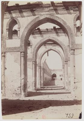 Arcades dans la mosquée hypostyle d'Ahmad ibn Tulun au Caire